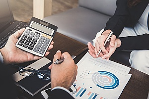 an experienced CPA who is performing financial planning