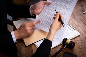 a contract discussion with lawyer
