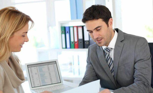 woman meeting business advisor