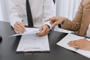 lawyer and client negotiation in legal judgement consulting